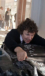 Online la featurette Un nuovo tipo di eroe - Gondry e la Black Beauty.