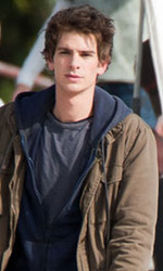 Primo sguardo a Andrew Garfield nelle vesti di Peter Parker - Andrew Garfield sul set di <em>Spider-Man</em>.
