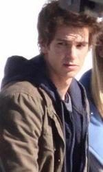 Primo sguardo a Andrew Garfield nelle vesti di Peter Parker - Andrew Garfield e Emma Stone durante le riprese di Spider-Man.