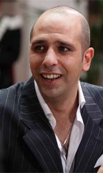 Checco Zalone, record d'incassi, con qualit� - Checco sostiene un colloquio per entrare nell'arma dei Carabinieri.