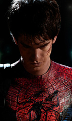 La foto ufficiale di Andrew Garfield col costume di Spider-Man - Andrew Garfield nella sua prima immagine ufficiale cosl costume si Spider-Man.