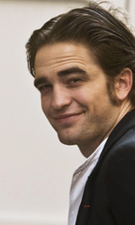 Quante sorprese sugli schermi europei! - L'arrivo di Robert Pattinson sul set del film Bel ami a Budapest, in Ungheria.