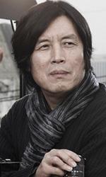 Poetry nelle sale da aprile - Una foto del regista Lee Chang-dong sul set