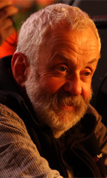 La fotogallery del film Another Year - Il regista Mike Leigh sul set.