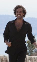 La fotogallery del film Il truffacuori - Alex corre lungo la strada cantando e