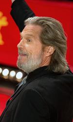I fratelli Coen inaugurano la Berlinale 2011 - Jeff Bridges saluta il pubblico presente al red carpet de Il grinta.