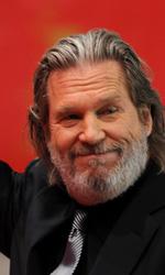 I fratelli Coen inaugurano la Berlinale 2011 - Jeff Bridges saluta il pubblico della Berlinale 2011.