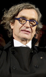 Omaggio in 3D a un'amicizia durata 40 anni - Il regista Wim Wenders in compagnia della cancelliera Angela Merkel.