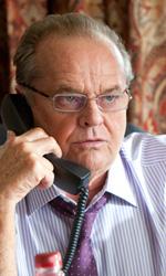Le foto del film Come lo sai - Charles al telefono. Sembra alquanto infuriato.