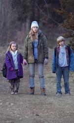 Un gelido inverno - Winter's Bone, le foto - Ree Dolly con i fratellini in una scena del film.