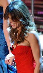 Sanremo 2011, il debutto di Belen e Elisabetta - L'entrata all'Ariston di Belen e Elisabetta. Le due si tengono per mano nonostante i rumors le descrivano rivali
