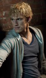 Le innumerevoli ispirazioni di Sono il numero quattro - John protegge Sam in una scena del film.