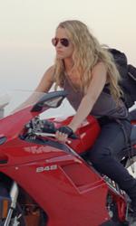 Le innumerevoli ispirazioni di Sono il numero quattro - Il numero sei in sella alla sua moto.