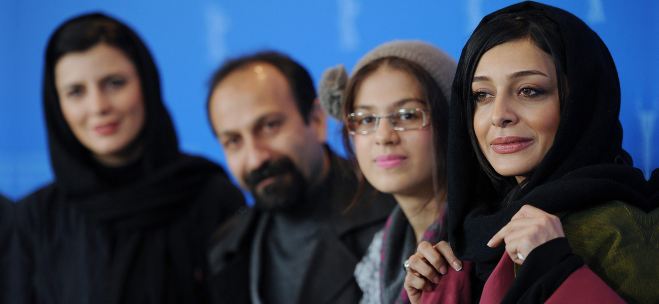 Il regista Asghar Farhadi e le migliori attrici del film Orso d'Oro <em>Nader And Simin</em>.