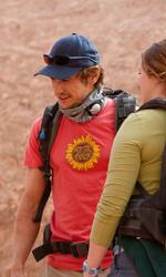 Fra culto della vita e culturismo dell'immagine - Aron Ralston (James Franco) fa la conoscenza di due giovani escursioniste.