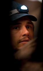 Fra culto della vita e culturismo dell'immagine - Un primo piano per James Franco in una scena del film 127 ore.