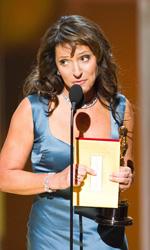 Oscar, trionfa Il discorso del re - Susanne Bier, regista di In un modo migliore, riceve il premio Oscar per il miglior film straniero.
