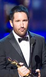 Oscar, trionfa Il discorso del re - I musicisti Trent Reznor (a sinistra) e Atticus Ross ricevono il premio Oscar per la migliore colonna sonora.