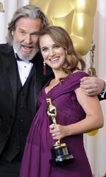 Oscar, trionfa Il discorso del re - Natalie Portman e Jeff Bridges.