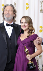 Oscar, trionfa Il discorso del re - Natalie Portman con Jeff Bridges.
