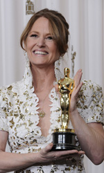 Oscar, trionfa Il discorso del re - Melissa Leo mostra l'Oscar vinto per il suo lavoro in <em>The Fighter</em>.
