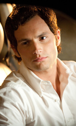 La sostenibile leggerezza del remake - Woodchuck Tod (Penn Badgley) in auto in una scena del film Easy Girl.