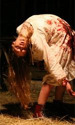 Quarant'anni di esorcismi cinematografici - Ashley Bell veste i panni insanguinati di Nell Sweetzer nel pi� recente L'ultimo esorcismo (2010), reality horror firmato da Daniel Stamm.