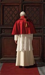 Habemus Papam, le foto - L'imponente figura di 'papa Piccoli'.