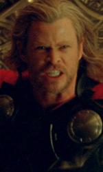 Un arrogante guerriero in punizione sulla Terra - Una scena del film Thor di Kenneth Branagh.