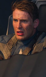 Teschio Rosso fa la sua comparsa con l'uniforme dell'Hydra - Chris Evans in una scena di <em>Captain America: The First Avenger</em>.