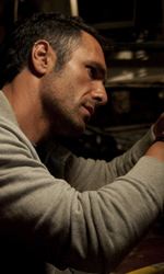 Cortellesi, escort per fiction - Raoul Bova in una scena del film Nessuno mi pu� giudicare di Massimiliano Bruno.