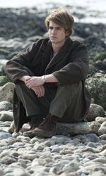 Opinioni di un clone - Tommy pensieroso in riva al mare in una scena del film Non lasciarmi.