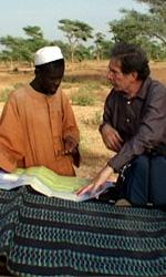 Diol Kadd, la vera vita in un villaggio africano - Una foto di scena del film Diol Kadd. Vita, diari e riprese in un villaggio del Senegal di Gianni Celati.