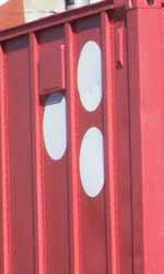 Le campagne virali parallele di Super 8 - Il camion rosso avvistato sul set con il logo formato da tre  puntini bianchi.