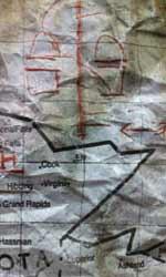 Le campagne virali parallele di Super 8 - la prima mappa: l'ospedale psichiatrico. Si presume che la fonte si trovi sotto la scala.