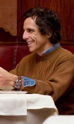 Una buffa e commovente storia d'amore - Roger e Ivan insieme a tavola in una scena del film Lo stravagante mondo di Greenberg di Noah Baumbach.