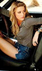 La vendetta viaggia su una Dodge Charger del '69 - Amber Heard (Piper) in una scena del film Drive Angry 3D, action diretto da Patrick Lussier.
