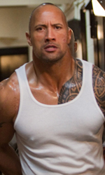 The Rock cerca vendetta - Driver in carcere in una scena del film Faster.