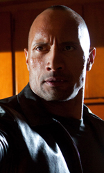 The Rock cerca vendetta - Grilletto pronto per essere premuto per Driver in una scena del film Faster.