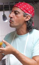 Habemus Belén - Piero Cicala con il cuoco Amed (Salvatore Marino) in una scena del film Se sei così ti dico sì.