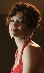Jennifer Lopez e Marc Anthony nel film su Hector Lavoe - Puchi in vestito da sera rosso in una scena del film El cantante.