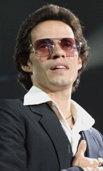 Jennifer Lopez e Marc Anthony nel film su Hector Lavoe - Hector si esibisce in una scena del film El cantante.