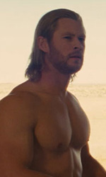 Un Dio arriva a salvarci - Thor a torso nudo in una scena del film Thor.