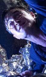 Questa notte unisciti a me e confronta il tuo destino - Harry con la spada di Griffondoro mentre cerca di prendere la coppa di Tassorosso nella camera blindata dei Lestrange.