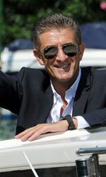 È lui o non è lui? Certo che è lui! - Ezio Greggio in motoscafo a Venezia.