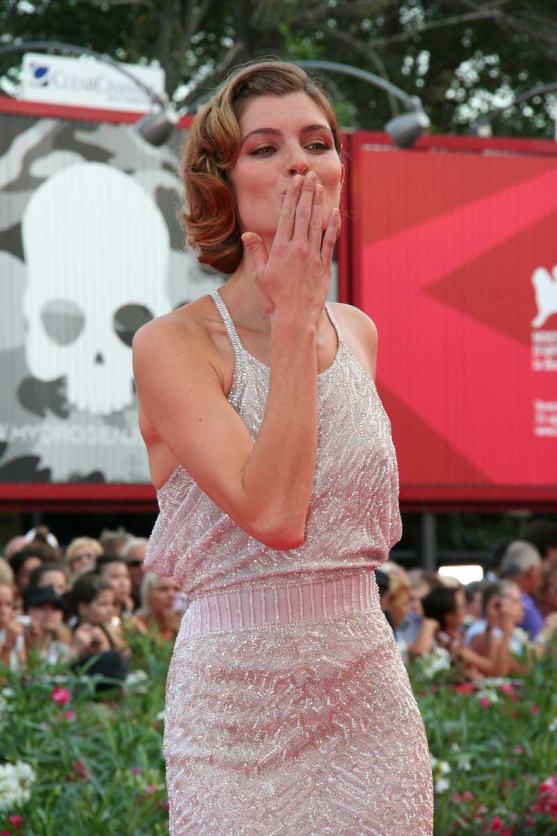 La Mostra cala i primi assi. Americani - Vittoria Puccini sul red carpet.