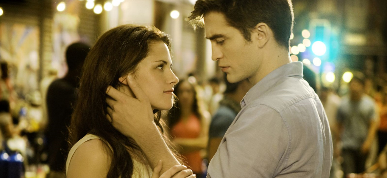 In foto una scena di <em>The Twilight Saga: Breaking Dawn - Parte 1</em> con Kristen Stewart e Robert Pattinson.