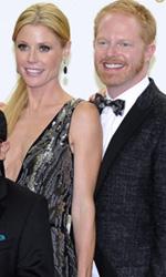 Emmy, la serata di Modern Family - In foto Ty Burrell e Julie Bowen, vincitori dell'Emmy Award come migliori attori non protagonisti per la serie TV Modern Family.