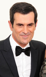 Emmy, la serata di Modern Family - In foto Ty Burrell e Julie Bowen, vincitori dell'Emmy Award come migliori attori non protagonisti per la serie TV <em>Modern Family</em>.