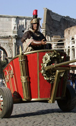 Benur, bighe e scooter ai piedi del Colosseo -